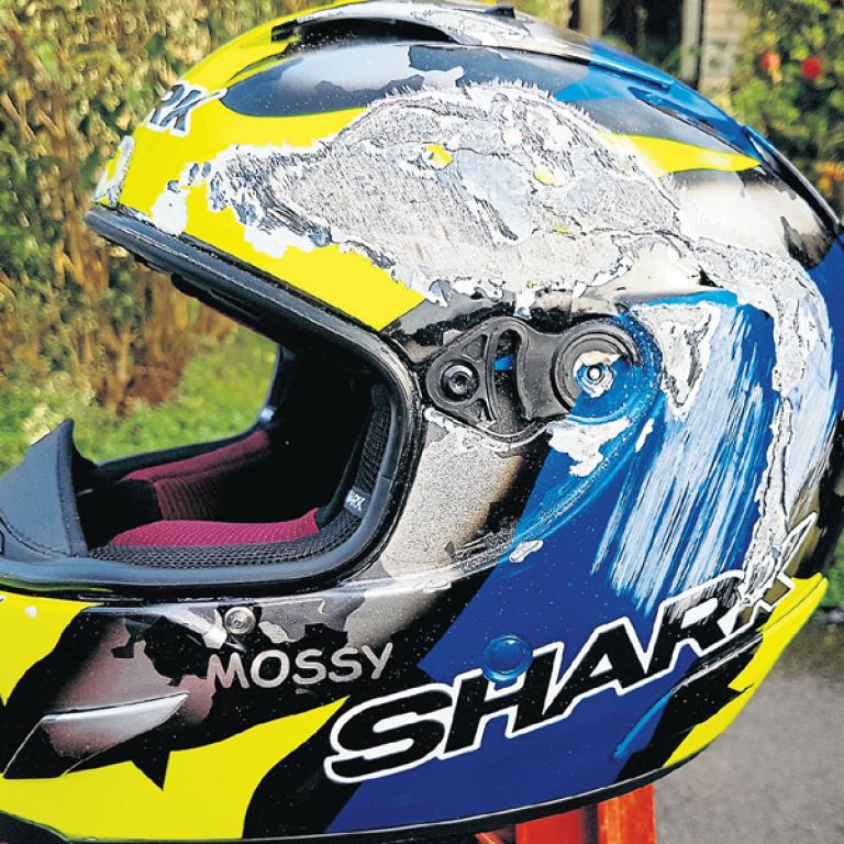 Chris Moss Crash Test - Shark Race-R Pro